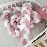 Törtfehér színű fonott rácsvédő babaágyba