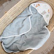 kapucnis fürdőlepedő - Alvó maci zöld